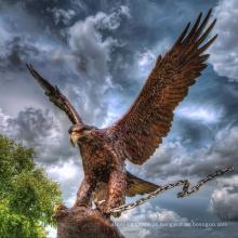 Estátua de águia dourada profissional