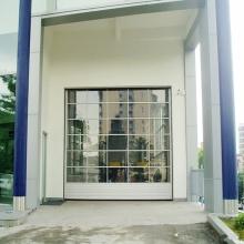 Puerta de garaje seccional de policarbonato transparente