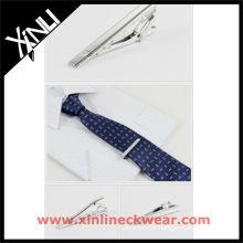 Laço de seda e alfinetes para homens