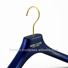 Durable Plastic Luxury Suits Hanger for Clothing Manufacturer