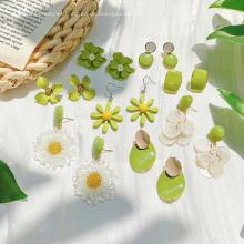 Pendientes de botón de flor verde de aguacate, pendientes de verano bonitos frescos, joyería de diseño creativo para mujeres, pendientes de acrílico, regalos