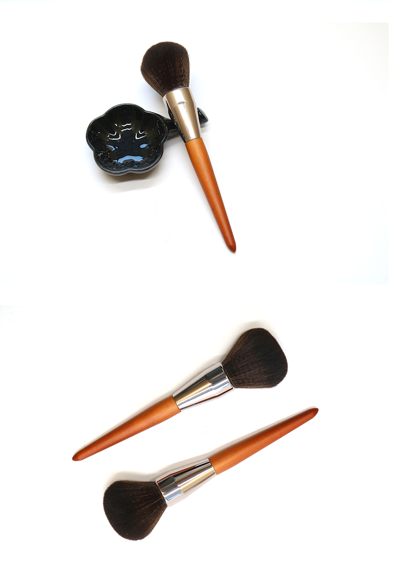 Single Large Powder Brush 10