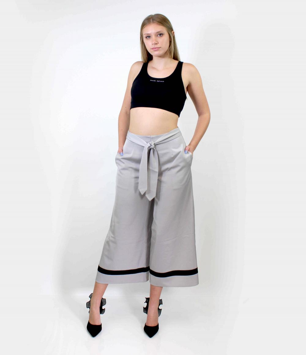 Loose Fit Bow Front Carpi Pants