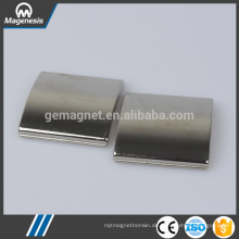 China Gold Hersteller neuesten Keramik Ferrit Topf Magnet