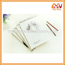 Desenho de caderno de sorteio de estudantes acadêmicos com tamanho diferente, caderno em branco espiral
