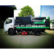 Camión del barrendero de camino de 5cbm 4X2 Dongfeng con el tanque del polvo, el tanque de agua, el tanque de succión