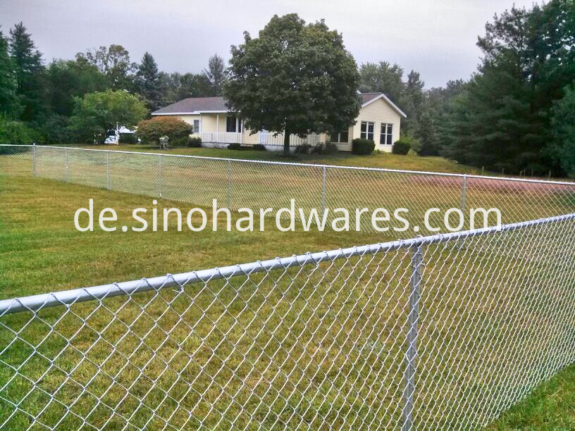 residential-chain-link-fence_galvanized-chain-link-fence_grand-rapids_2_Fotor