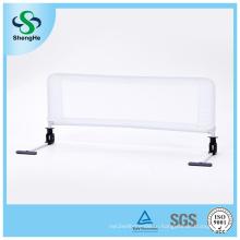 Белая защита для детской кроватки