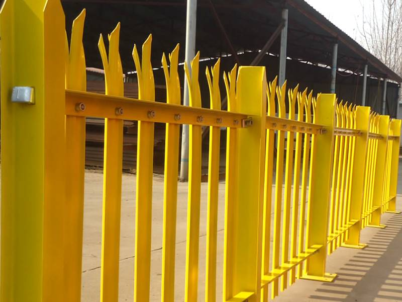 yellow-palisade-fencing