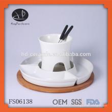 Fond de fond de chocolat en porcelaine d'une pièce pour 4 personnes, fondue avec base en bois