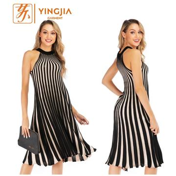 Knit Big Swing Hitam dan Putih Stripe Dress