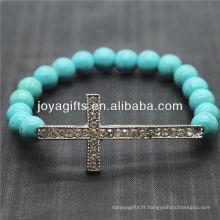 Bracelet en pierres précieuses élastique en perles rondes turquoise de 8 mm avec Diamante Cross au milieu