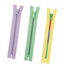 Customized Nylon Resin Small Large Size Waterproof Dress Zippers with Metal Sliders, Metal Chains for Pockets and Bags, Open Close Plastic Lace Zippers in Stock