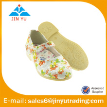 Zapato de la muchacha de la plataforma con la flor con estilo