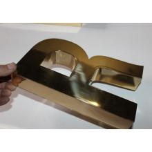 Carta de titanio dorado brillante Carta de signos dimensionales