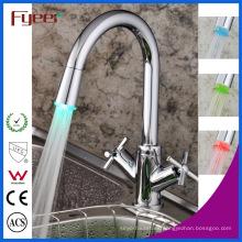 Fyeer Double Cross Handle LED Grifo de cocina mezclador para lavabo (QH1893F)