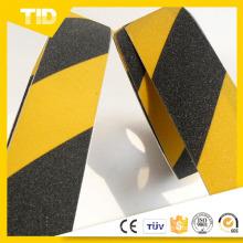 Fita anti-derrapante com faixa amarela e preta