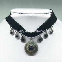 Collier en caoutchouc noir de luxe en velours (XJW13684)