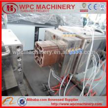 Fábrica profissional de Qingdao Máquina de plástico de madeira PP PE e máquina de perfil composto de madeira WPC