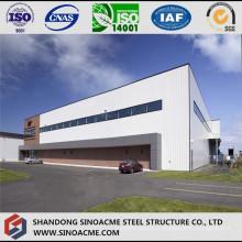 Hangar de grande taille en acier avec une porte pleine longueur