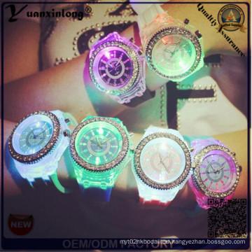 Yxl-703 2015 Nueva Moda Ginebra Silicona Diamante Reloj de pulsera Luces coloridas LED Relojes de cuarzo luminoso