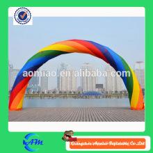 Arco inflable colorido del arco inflable durable del arco iris para la venta