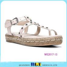 Las últimas sandalias de diseño de calzado de niña