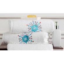 100% Baumwolle Terry Handtuch Lichtfarbe bestickt Schnee Muster Handtücher Ht-021