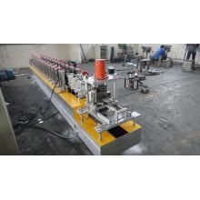 Machine de formage de rouleaux d'obturation en métal