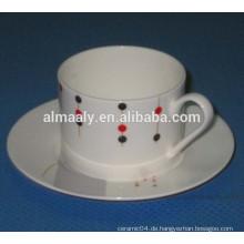 Teetasse stellt keramisches Tassengeschirr ein