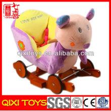 Nuevo diseño lindo regalo felpa ratón mecedora con ruedas