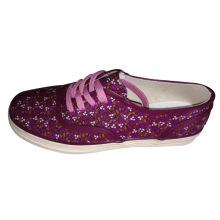 Модные кроссовки девушки