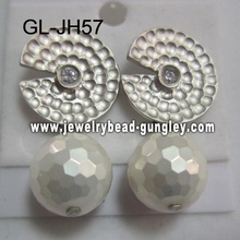 Aretes de perla de la cáscara de regalo