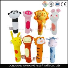 Fábrica de brinquedos de pelúcia Dongguan fazendo bonito mini animais bebê chocalho brinquedos