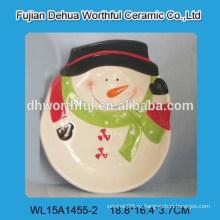 Новогоднее украшение керамической плиты с снеговика формы