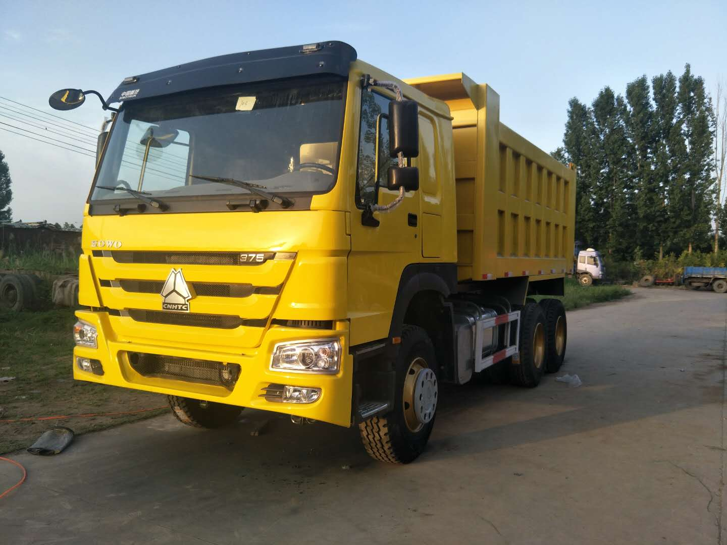 Dump truck from Zhengzhou Dongfeng Mid-South Enterprise Co., Ltd