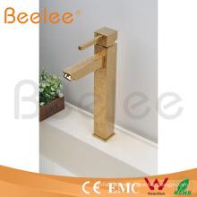 2015 nuevo diseño alto arco cuadrado superficie dorada Rilievo sola palanca manija lavabo grifo mezclador de agua