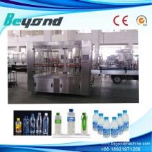 Équipement de remplissage de bouteilles d'eau potable en usine
