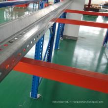 entraînement robuste dans un système de rayonnage d'entrepôt