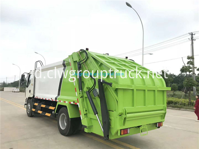 Compressed Refuse Truck 3