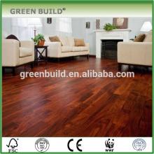 Superficie lisa suelo de madera de teca maciza roja