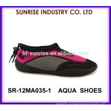SR-12MA035 Las nuevas mujeres que venden los zapatos del agua de la aguamarina calzan los zapatos de la playa del zapato que caminan para el agua