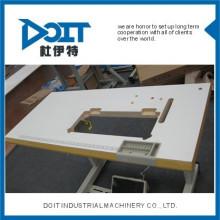 DT0628 sobre mesa de cama com rodas
