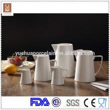 Weißer keramischer großer Milch-Krug / Milch-Flasche mit 5pcs unterschiedlicher Größe