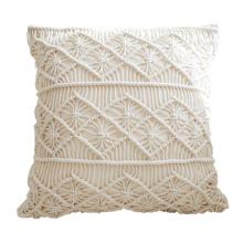 travesseiro decorativo longo de macrame