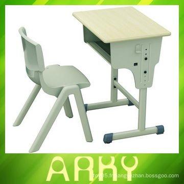 Ensemble réglable de table et de chaise scolaire