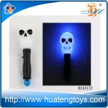 2014 Heißer Verkauf Lustiger LED-blinkender Schädel-Stock mit Musik-blinkenden Halloween-Spielwaren