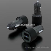 Buen diseño de moda 5V 2.1A salida USB universal cargador de coche