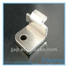Pequena fixação de ganchos metálicos de estampagem plana