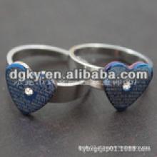 Anéis de aço inoxidável em forma de coração com palavras de amor inglesas
